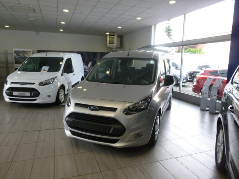 Véhicule occasion - FORD - TOURNEO CONNECT 1.5TD120 - Stop & Start-Powershift - Euro VI